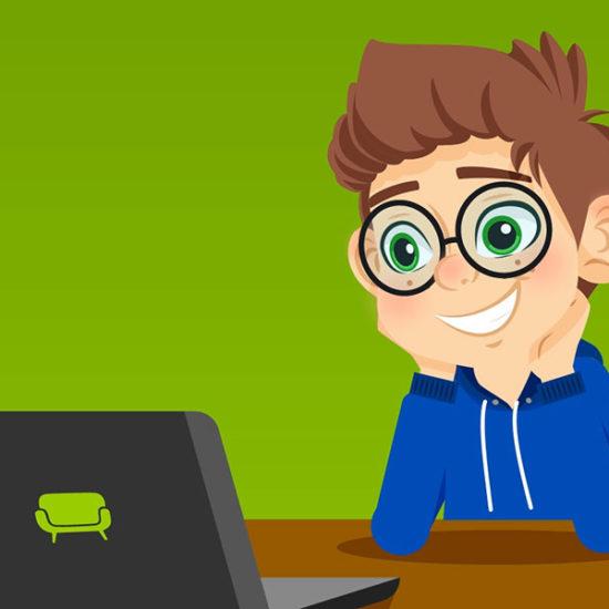 Junge lernt am Laptop